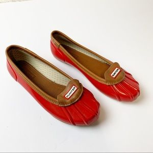 ICONIC HUNTER BEAN FLAT SHOES IN RED